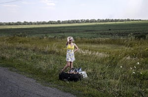 20 Photographs: A Ukrainian girl cries after leaving her home near the village of Hrabove