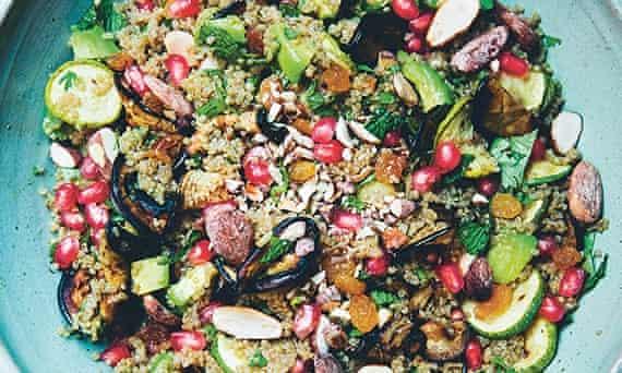 Quinoa, almond & mint salad