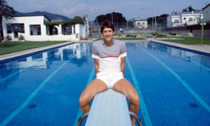 March 1987 Gary Lineker poses by the swimming pool at his home in Barcelona.