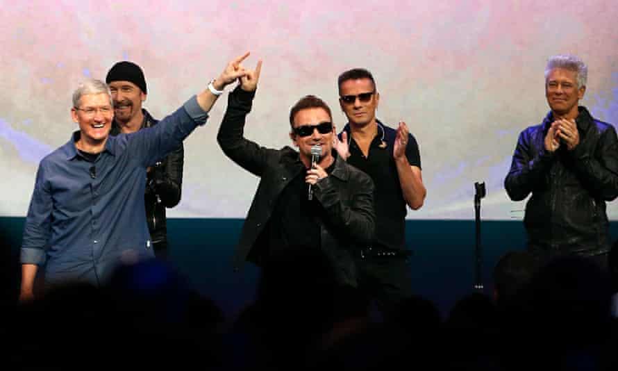 Tim Cook with U2