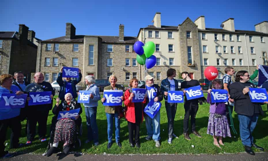 Yes campaigners in Piershill Square, Edinburgh.
