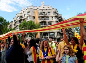 Catalans in Barcelona join a 250-mile (400km) human chain as part of the independence campaign