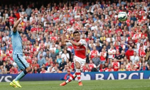 Alexis Sánchez puts Arsenal 2-1 up against Manchester City in the Premier League at the Emirates Stadium.