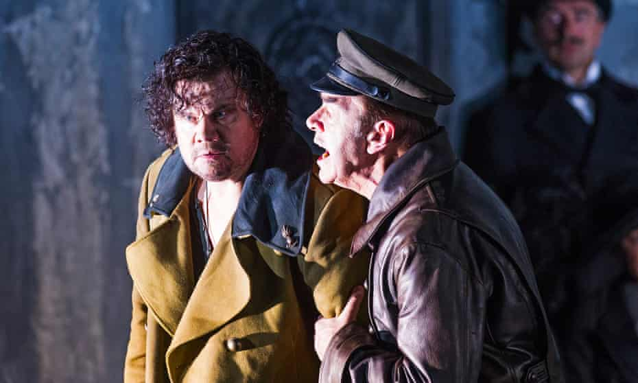 Stuart Skelton as Otello and Jonathan Summers as Iago.