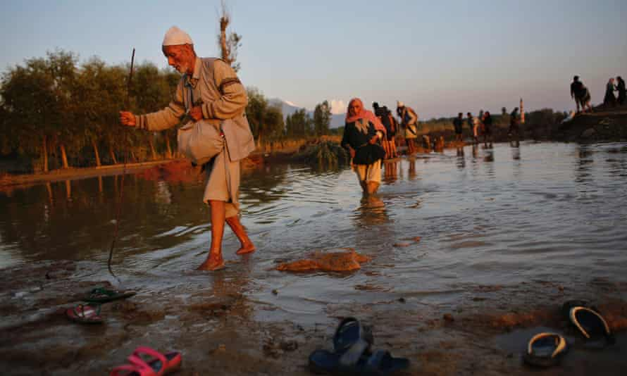 Flood victims in Teing, Kashmir