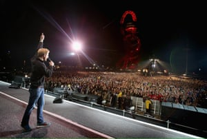 Prince Harry gives a speech on stage at the Invictus Games closing ceremony.