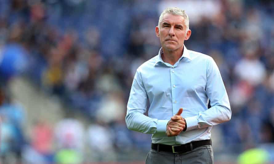 Hamburg's head coach Mirko Slomka arrive