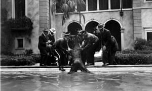 Sunset Boulevard, US 1950. William Holden (being dragged from pool).