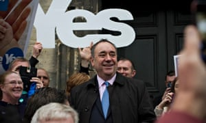 Alex Salmond speaks to pro-independence campaigners