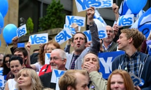Yes Supporters gather on Buchanan Street during the final day of campaigning for the scottish referendum in Glasgow