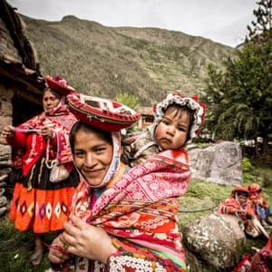 In the Peruvian Andes, traditional Quechua textiles are made on a portable, back-strap loom from alpaca and sheep wool. Andean weaving has a rich tradition of iconography. The designs are passed down through generations and are inspired by agriculture, geometric designs, and the flora and fauna of the region
