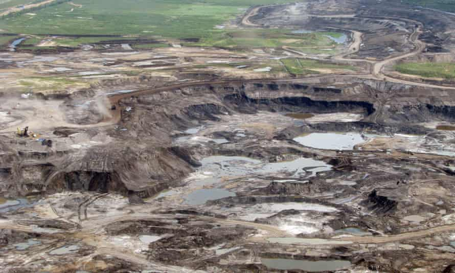 An open cast mine near Fort McMurray, Alberta, Canada, used to extract oil from the Athabasca tar sands fields, which are preventing Canada from reducing its carbon pollution.