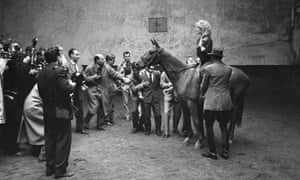 Now reporters and paparazzi covered her every move. Here Brigitte learns how to ride a horse for the film La femme et le pantin (A Woman Like Satan) in 1958.