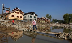 A man walks along a makeshift footbridge on a road which was damaged by floods in Srinagar September 18, 2014. Both the Indian and Pakistan sides of the disputed Himalayan territory have been hit by extensive flooding since the Jhelum river, swollen by unusually heavy rain, surged two weeks ago. Thousands have been left stranded, homeless and hungry in the city of Srinagar, most of which was submerged by the region's worst flooding in 50 years.    REUTERS/Danish Ismail (INDIAN-ADMINISTERED KASHMIR - Tags: DISASTER ENVIRONMENT TPX IMAGES OF THE DAY) :rel:d:bm:GF2EA9I0OWW01