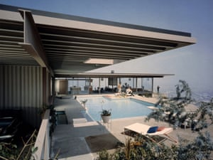 Case Study House #22 (Stahl House, Los Angeles, California, architect Pierre Koenig), Pool 1, 1960. Photograph by Julius Shulman