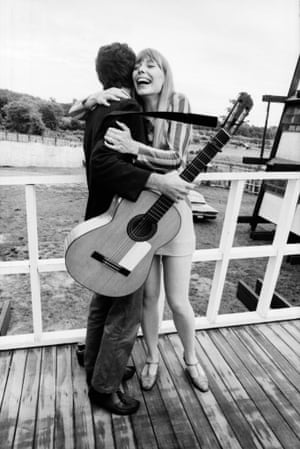 Rhode island, 7 July 1967 Cohen met fellow Canadian Joni Mitchell at the Newport folk festival. They subsequently has an intense, year-long relationship.