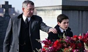Sean Pertwee as Alfred and David Mazouz as Bruce Wayne in Gotham