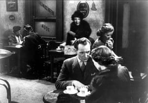 Trevor Howard and Celia Johnson in Brief Encounter, filmed in 1945 on location at Carnforth station.