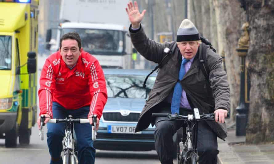 Chris Boardman cycles with London's mayor, Boris Johnson, last year.