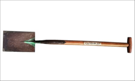 George Bernard Shaw's spade to go up for auction,