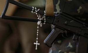 A rosary hangs from a Ukrainian soldier's machine gun near the eastern Ukrainian town of Pervomaysk.