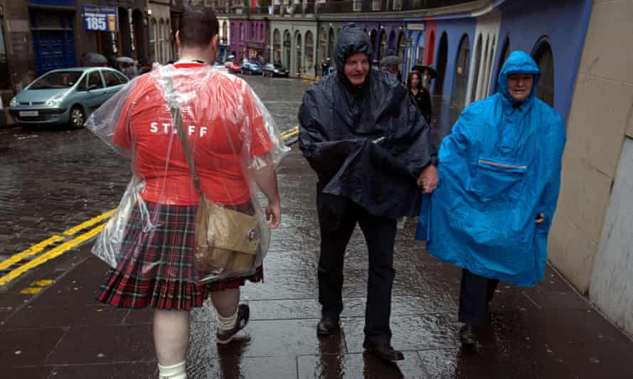 Some Edinburgh festival tourists negotiate some dreich weather