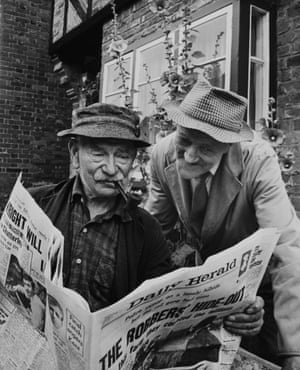 The Robbery Of The Postal Train Glasgow London On The Front Page Of Newspapers At Buckinghamshire In Great Britain On August 1963.