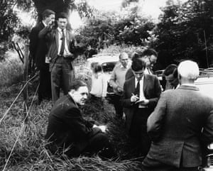 Police detectives at Leatherslade Farm in Buckinghamshire, the hideout for The Great Train Robbers, 13th August 1963. Seated on the left is Detective Superintendent Gerald McArthur of Scotland Yard, and on the right, with his back to camera, is Chief Superintendent Malcolm Fewtrell (1909 - 2005), head of the Buckinghamshire CID.