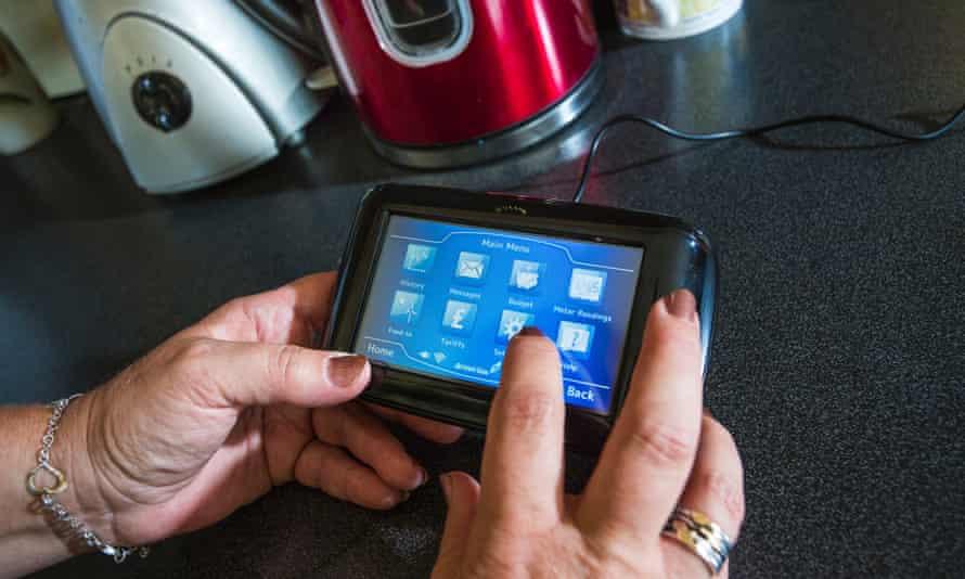 Hands hold British Gas smart meter