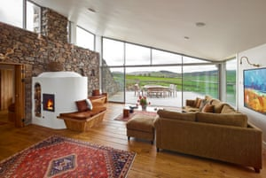 The spacious living area at Three Glens