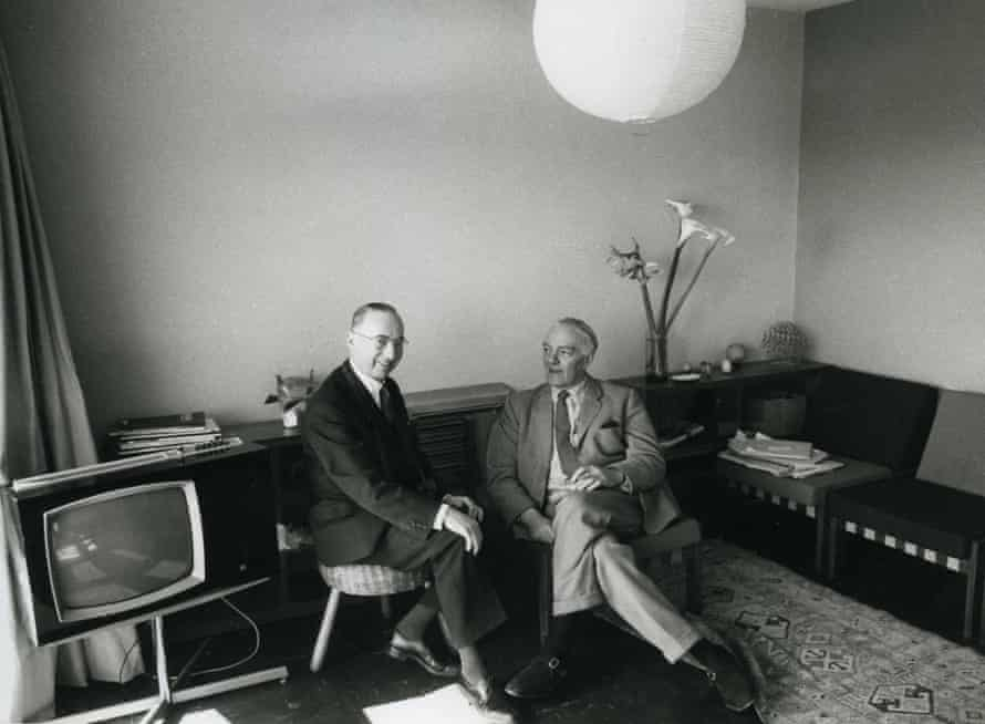 Ernö Goldfinger (right) with the architect Pierre Forestier, at home in the Balfron Tower, 1968.