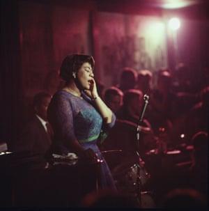 Ella Fitzgerald performing in aChicago nightclub in 1958