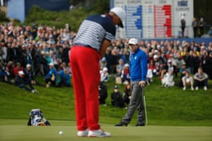 McIlroy watches Fowler