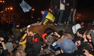 Activists dismantled Ukraine's biggest bronze monument to Lenin at the weekend.