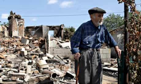 Ivan Saenko, 89, amid the ruins of his house in Ilovaysk, where Ukrainian forces suffered casualties