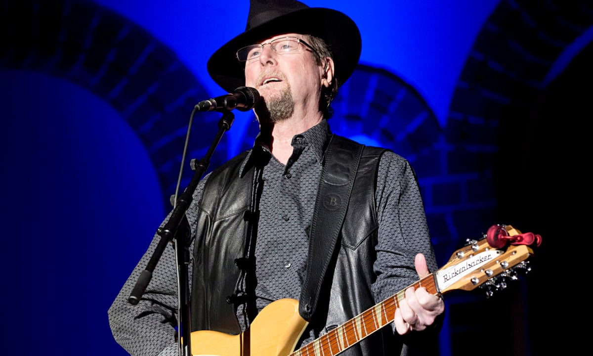 Roger McGuinn review – raconteur rocks the house with ...