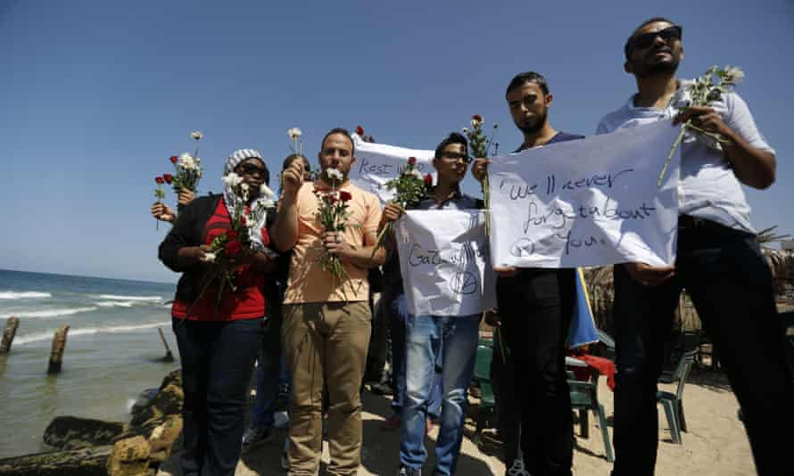 Palestinians prepare to throw roses in Mediterranean