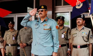 Gen Rizwan Akhtar with India's border force. He has urged Pakistan to 'aggressively pursue rapproche