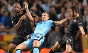 Manchester City's Edin Dzeko battles against Roma