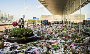 Flowers for victims MH17