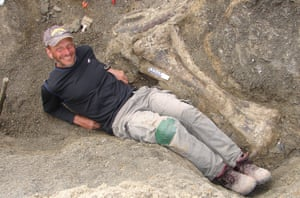Kenneth Lacovara with the right tibia of dreadnoughtus schrani
