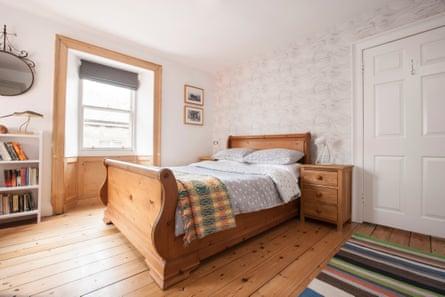 8 Victoria bedroom