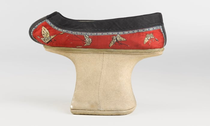 Chinese Manchu Woman's Shoe, 19th century. Cotton, embroidered satin-weave silk.