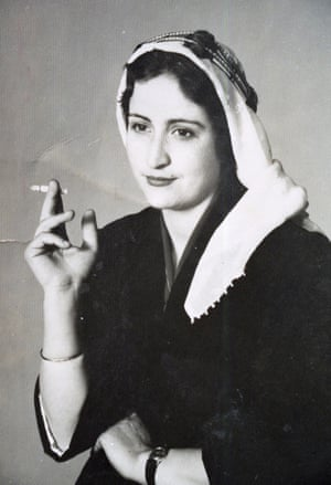 Posed portrait of an unknown woman