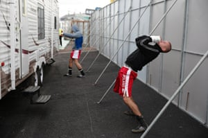 Two Polish fighters on the undercard try to warm up ahead of their fights.