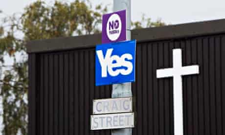 Yes and No campaign signs on a lamppost in Blantyre.