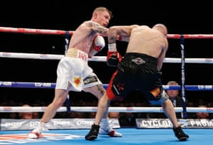 Frampton floors Martínez with this right hook in the 5th round.