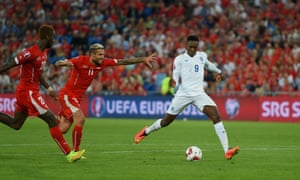 Into time added on and Welbeck is through to score his second and seal an impressive win.
