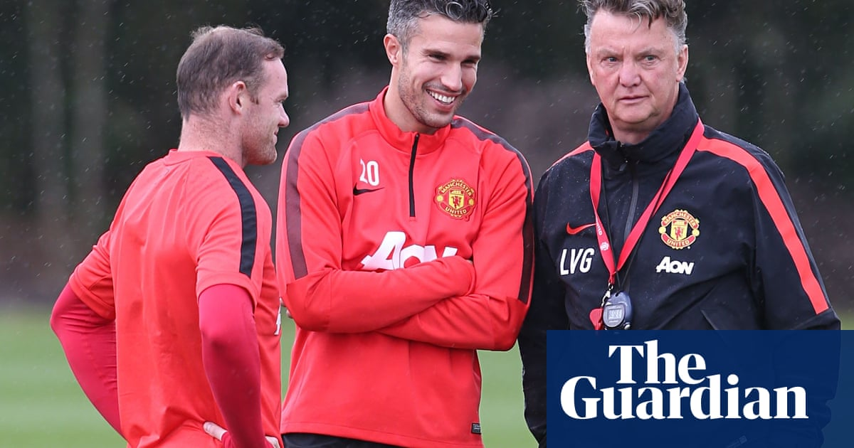 Robin Van Persie: Manchester United Players Must Adapt To