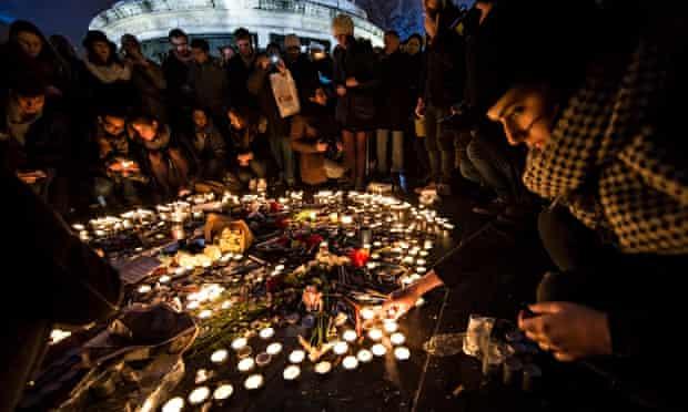 Paris pays tribute to murdered Charlie Hebdo journalists